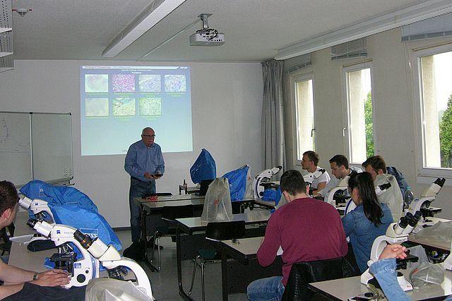 Unterrichtssituation im histologischen Kurs