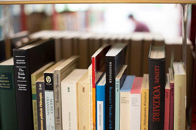 Bibliothek_Buecher.jpg