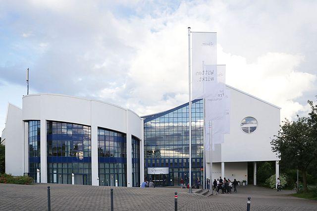 Das Hauptgebäude auf dem Campus in Witten