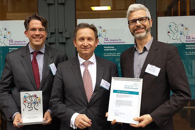 v.l.n.r: Ingo Meyer (Gesundes Kinzigtal), Helmut Hildebrandt, Prof. Tobias Esch (Universität Witten/Herdecke) (Foto: Ulf Werner/OptiMedis AG)