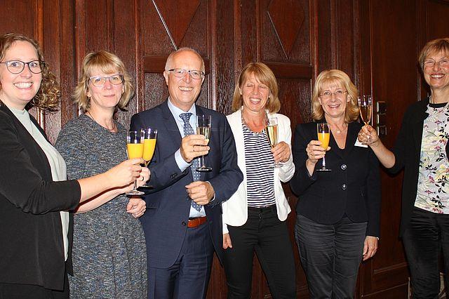 v.l.n.r.: Christine Naumann, Imke Grundmann, Thomas Halder, Dr. Beate Radzey, Heike Becker, Prof. Dr. Ulrike Höhmann