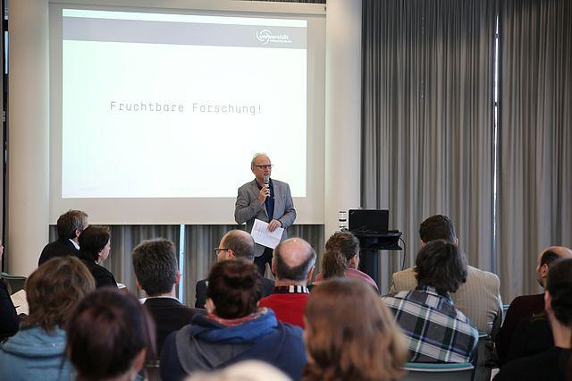 Dekan Prof. Dr. Stefan Wirth