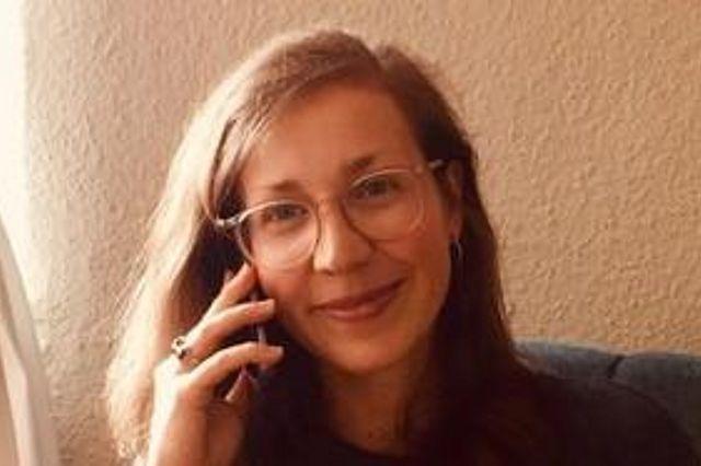Simone Friedrich, eine der studentischen Organisatorinnen, am Telefon