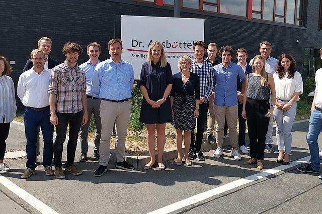 UW/H-Studierende bei Dr. Ausbüttel