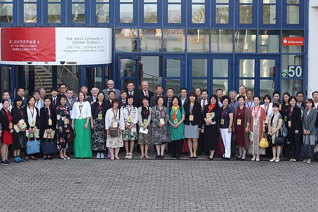 Zusammenkunft: Teilnehmerinnen und Teilnehmer der 2. Welttagung Chinawissenschaften im August 2018 an der UW/H