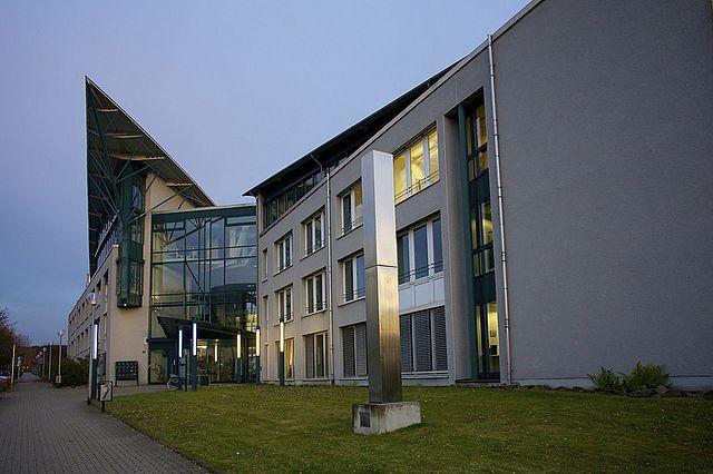 Das ZPP befindet sich im Forschungs- und Entwicklungszentrum (FEZ) an der Alfred-Herrhausen-Straße