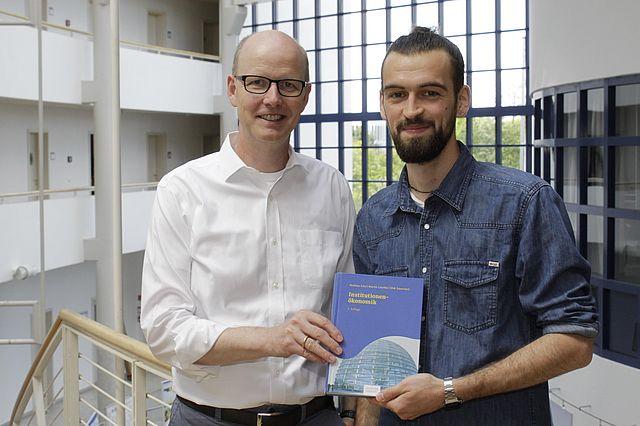 Prof. Dr. Dirk Sauerland und Lukas Wessel