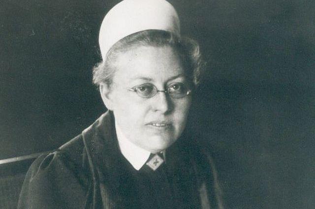 Agnes Karll