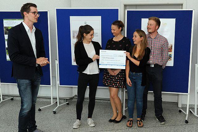 Über den ersten Preis freuten sich Vertreter der Initiativen L'appel und Weltgesundheit