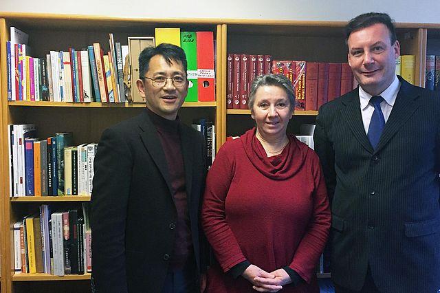 Dr. Georgeta Pourchot von der Virginia Tech University wurde an der Universität Witten/Herdecke von Prof. Kazuma Matoba und Prof. Martin Woesler begrüßt