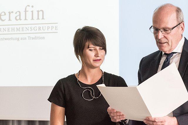 Inken Piekenbrock und Dekan Prof. Dr. Marcel Tyrell