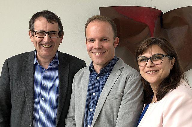 v.l.n.r.: Prof. Dr. Stefan Zimmer, Dr. Sven Schreiber und Prof. Dr. Mozhgan Bizhang