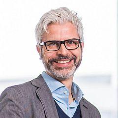 Prof. Dr. Tobias Esch ist Leiter des Instituts für Integrative Gesundheitsversorgung und Gesundheitsförderung