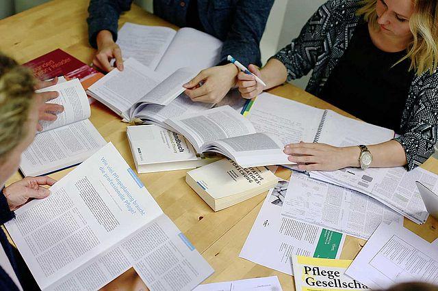 Forschung und Qualifikationsarbeiten am Department für Pflegewissenschaft der Uni Witten/Herdecke