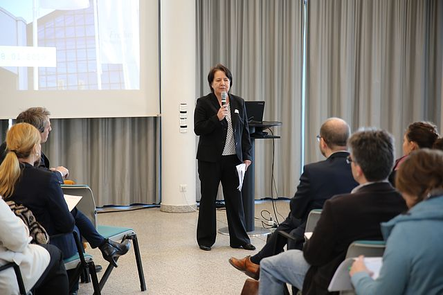 Prof. Dr. Anja Ehrhardt bei der Begrüßung