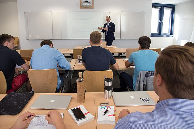 Prof. Dr. Erik Strauß, who is responsible for the management course, leads various seminars