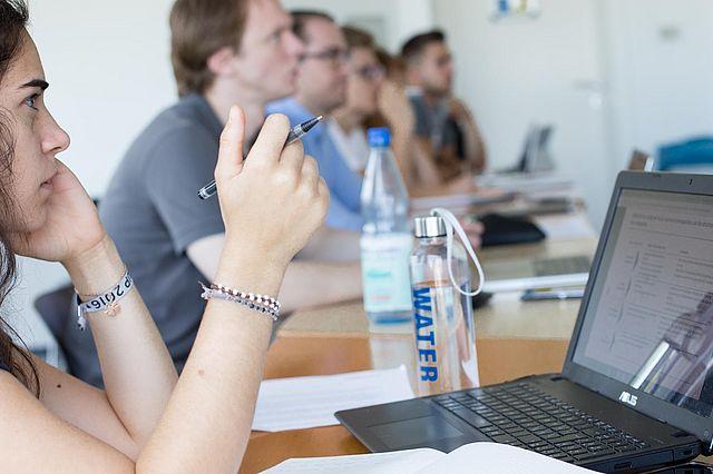 Management-Seminar an der UW/H