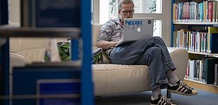Campus-Bibliothek-Sofa.jpg