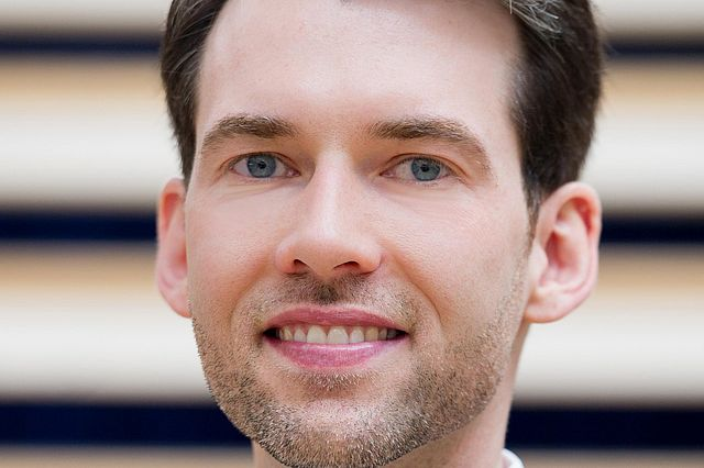 Prof. Dr. Erik Strauß