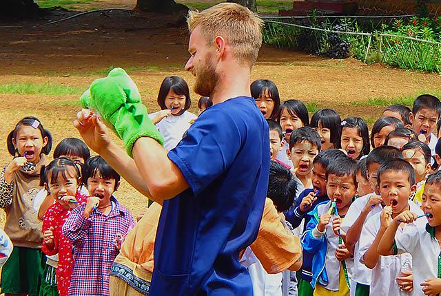 Student Steffen Rustemeier, Mitglied des vierköpfigen Teams des Zahnmedizinischen Myanmarprojekts 2016, berichtet über seine Motivation und die Hilfe vor Ort.